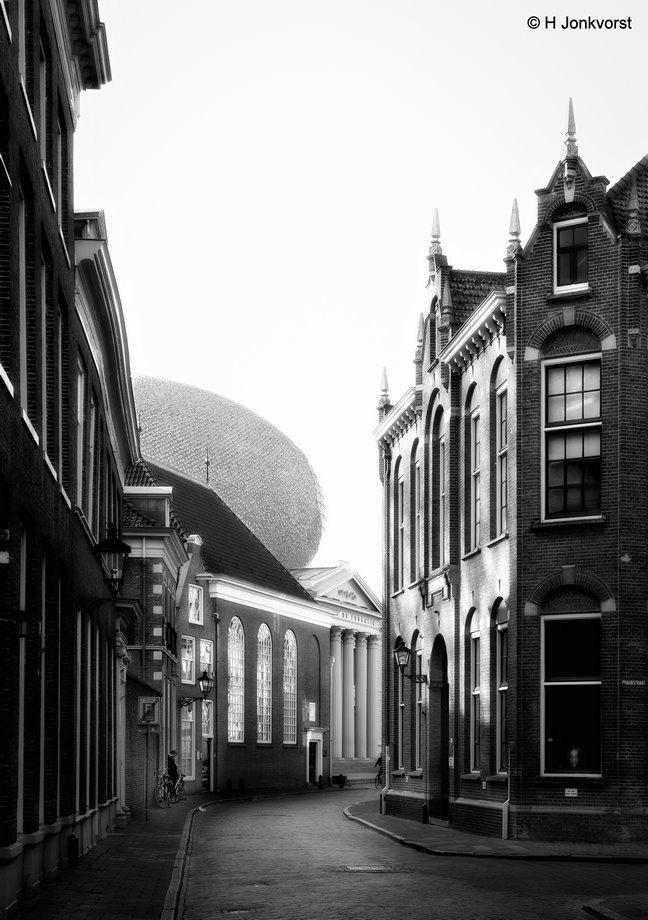 the ufo has landed, Zwolle, Museum de Fundatie, ufo, bovenbouw museum de fundatie, bijzonder dak, kunstmuseum, blijmarkt Zwolle, Fujifilm XT2, Fujifilm XF 16-55mm F2.8 R Lm Wr, Fotografie, Foto, Photography, Photo